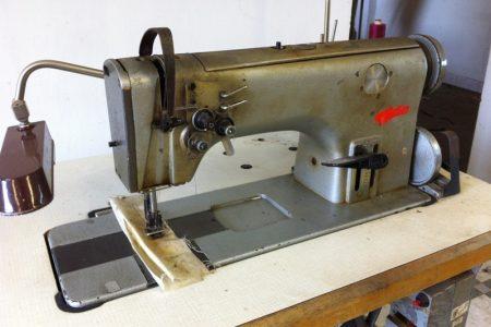 Ipari varrógépek: gombozó, gomblyukazó, reteszelő, gyorsvarró